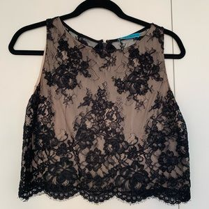 Alice + olivia Amal lace boxy crop size M blk nude